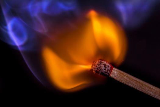 Огонь от спички · бесплатное фото