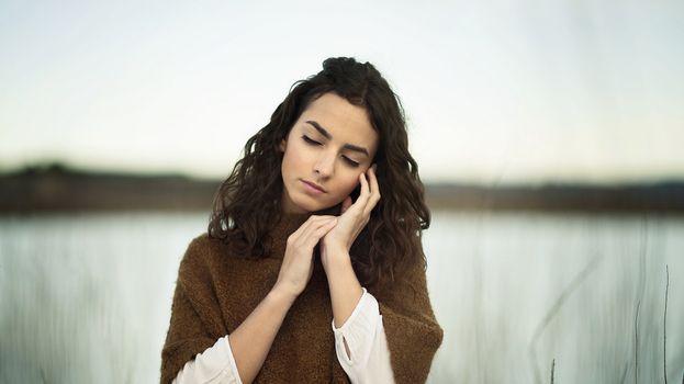 Бесплатные фото портрет,женщина,женщины на открытом воздухе,модель,закрытые глаза,portrait,women,women outdoors,model,closed eyes