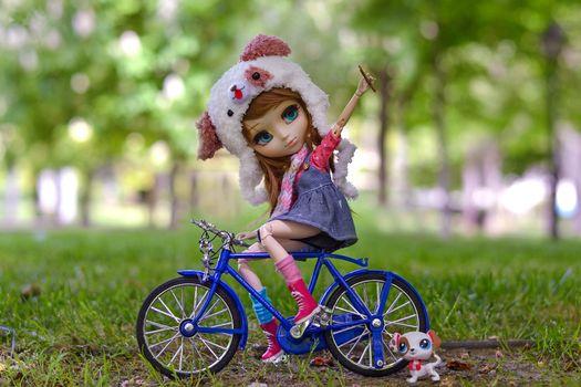 Фото бесплатно игрушка, кукла, велосипед