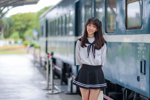 Photo free young woman, schoolgirls, grin