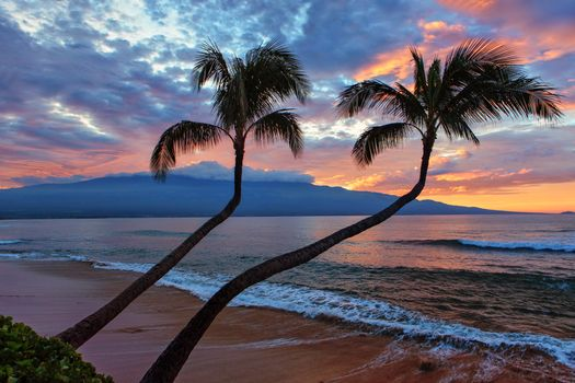 Фото бесплатно Sunrise Over Halelakakla, Maui, Hawaii
