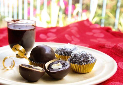 Фото бесплатно пирожные с шариками, сладости, кексы