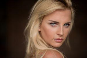 Фото бесплатно портрет лица, розовая помада, голубые глаза
