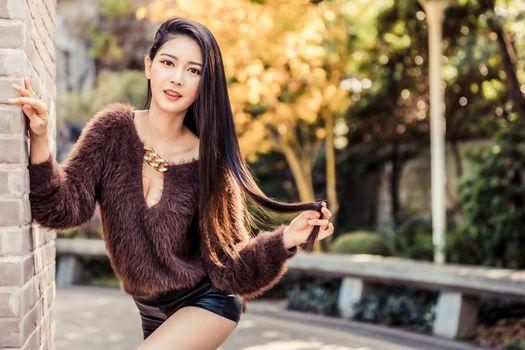 Photo free young woman, posing, asian