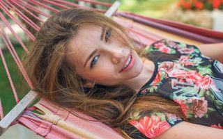 Бесплатные фото Люда,alex lynn,лицо ангела,длинные волосы,улыбка,брюнетка,гамак