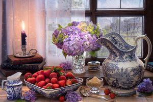 Бесплатные фото клубника,ваза,цветы,свеча,натюрморт