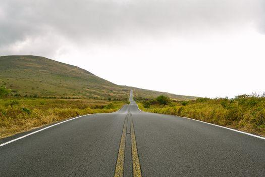 Photo free long road, field, hills