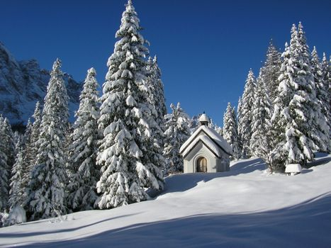 Photo free St Michael church, alps, winter