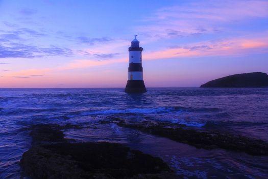 Бесплатные фото Маяк,Англси,Уэльс,волны,Океан,Море,Пурпурный,береговая линия,Британия,Великобритания,закат,пейзаж