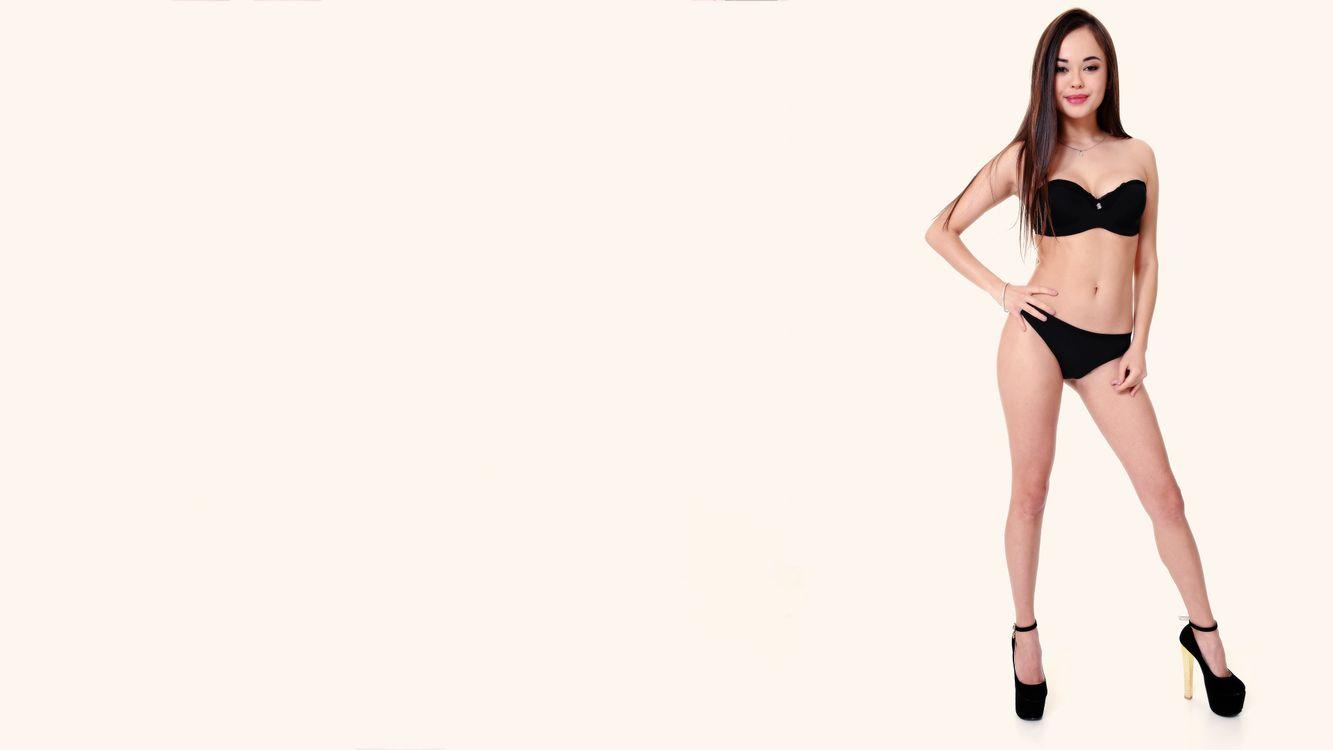 Фото бесплатно li moon, бюстгальтер, трусики, улыбка, нижнее белье, bra, panties, smile, lingerie, эротика