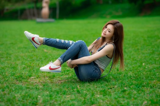 Photo free girls, legs, girls jeans