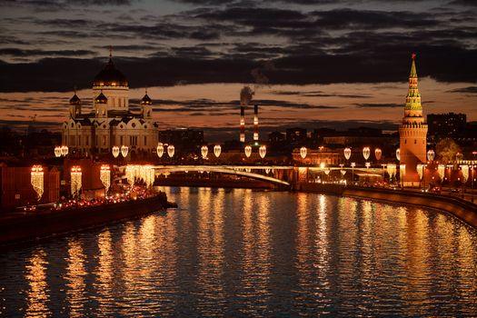 Фото бесплатно Храм Христа Спасителя, Кремлевская набережная, Москва-река