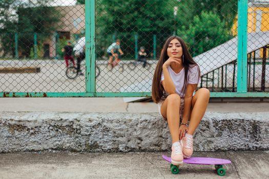 Фото бесплатно скейтборд, девочек, улыбается