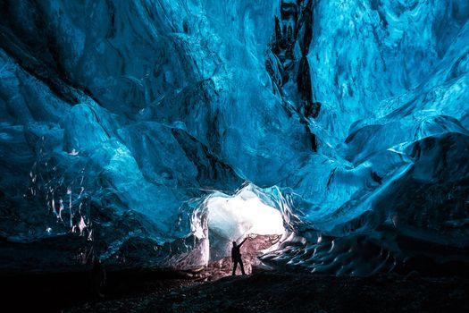 Фото бесплатно пещера, кристаллы, человек