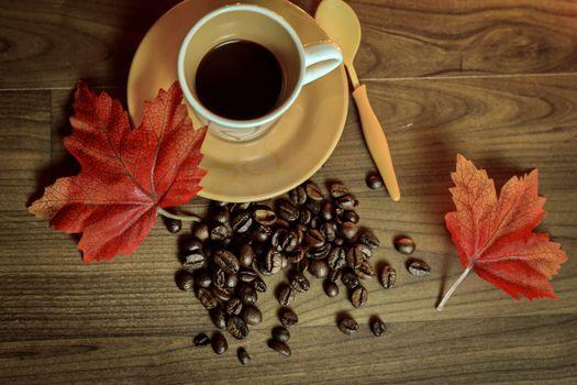 Фото бесплатно кофейные зерна, листья, вид сверху