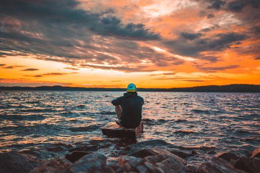 Фото бесплатно парень, море, закат