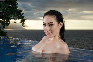 Бесплатные фото ария александр,порнозвезда,мокрые,черные волосы,изящный,обольстительный,бассейн