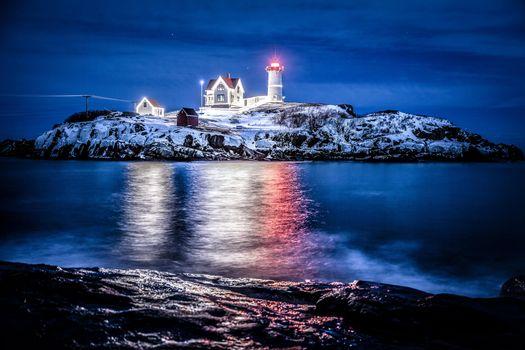 Бесплатные фото Nubble Lighthouse,мыс Неддик,штат Мэн,ночь,маяк,пейзаж