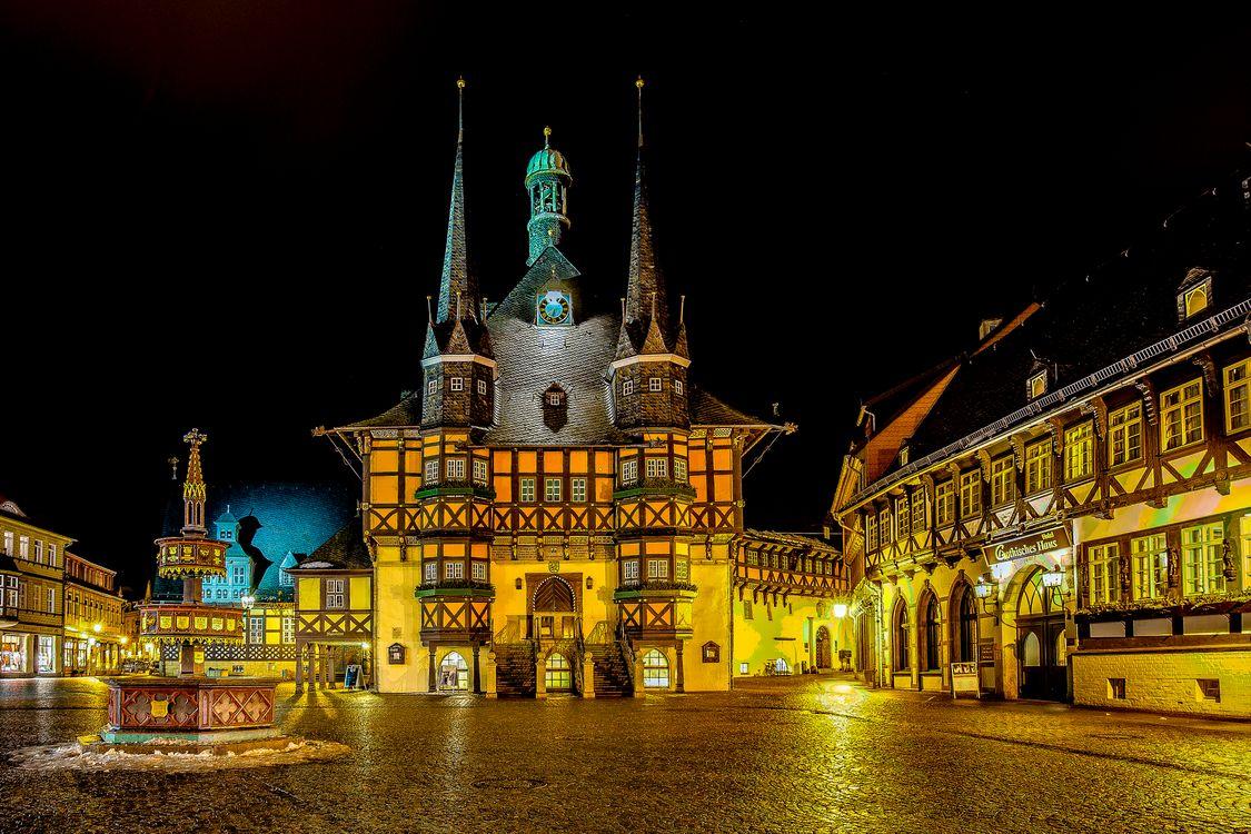 Обои Town Hall, Wernigerode, Германия, Вернигероде, город, ночь, огни, иллюминация на телефон | картинки город