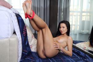 Бесплатные фото Aurelia Perez,красотка,голая,голая девушка,обнаженная девушка,позы,поза