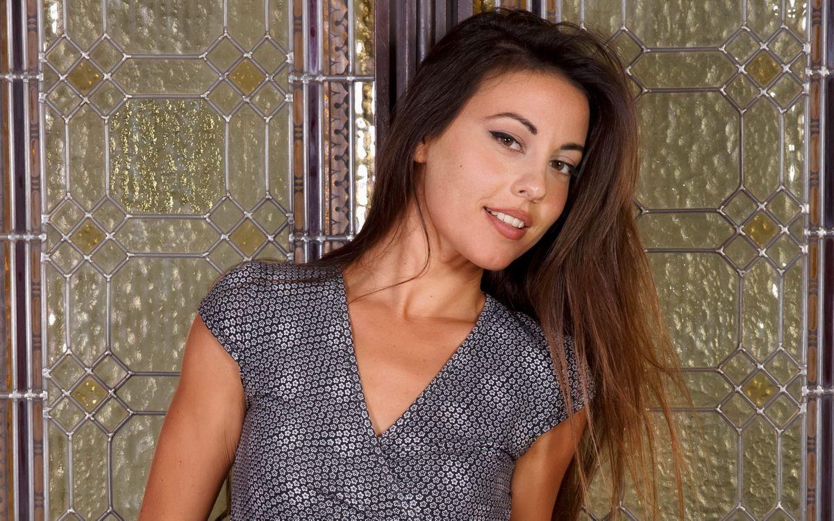 Фото бесплатно lorena g, брюнетка, платье - на рабочий стол