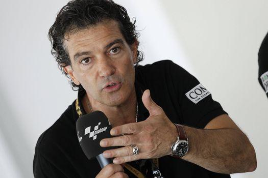 Photo free microphone, actor, Antonio Banderas