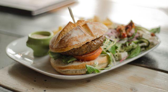 Фото бесплатно овощи, соус, гамбургер