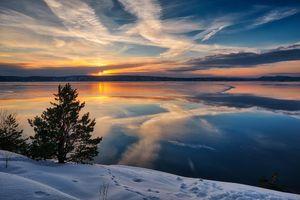 Фото бесплатно Hvervenbukta, Norway, Хвервенбукта, Норвегия, Акерсхус, море, закат, зима, небо, дерево, пейзаж