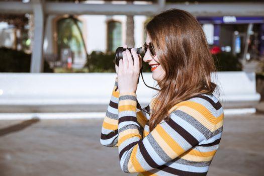 Photo free woman, smiling, photographer