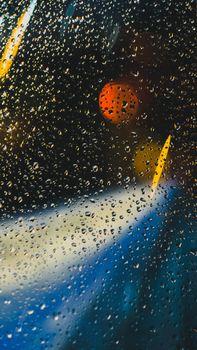 Дождь и капли на стекле
