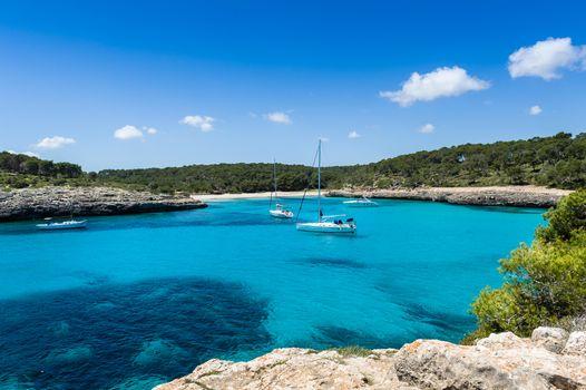 Фото бесплатно море, яхты, скалы