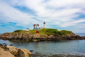 Бесплатные фото Маяк мыса Неддик,маяк в Кейп-Недике,штат Мэн,море,скалы,пейзаж