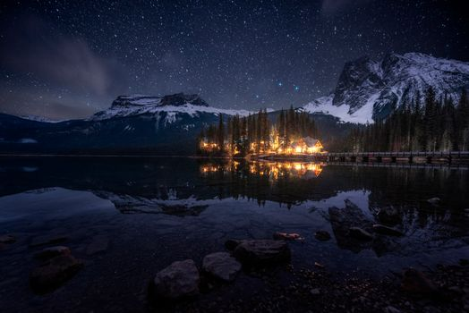 Photo free Emerald Lake, cabin, night