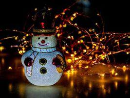 Новогодняя игрушка снеговик · бесплатное фото