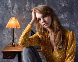 Бесплатные фото Анастасия Щеглова, Макс Пыжик, женщины, блондинка, портрет, лампа, розовая помада