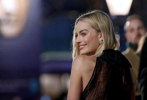 Заставки Margot Robbie, улыбка, серьги