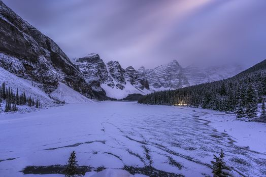 Фото бесплатно Озеро Морейн, Канада, зима