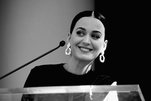 Photo free Katy Perry, black and white, girls
