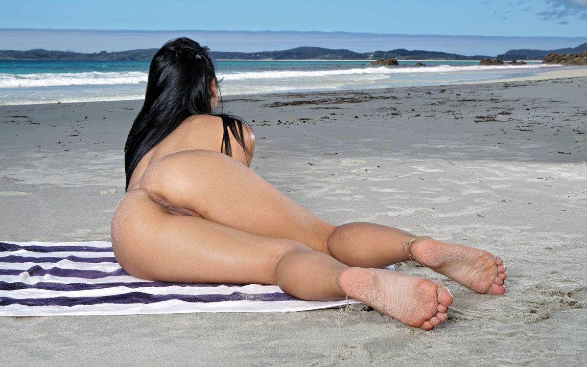 Free photo gina valentina, brunette, beach - to desktop