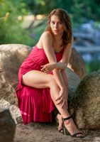 Photo free young woman, legs, stones