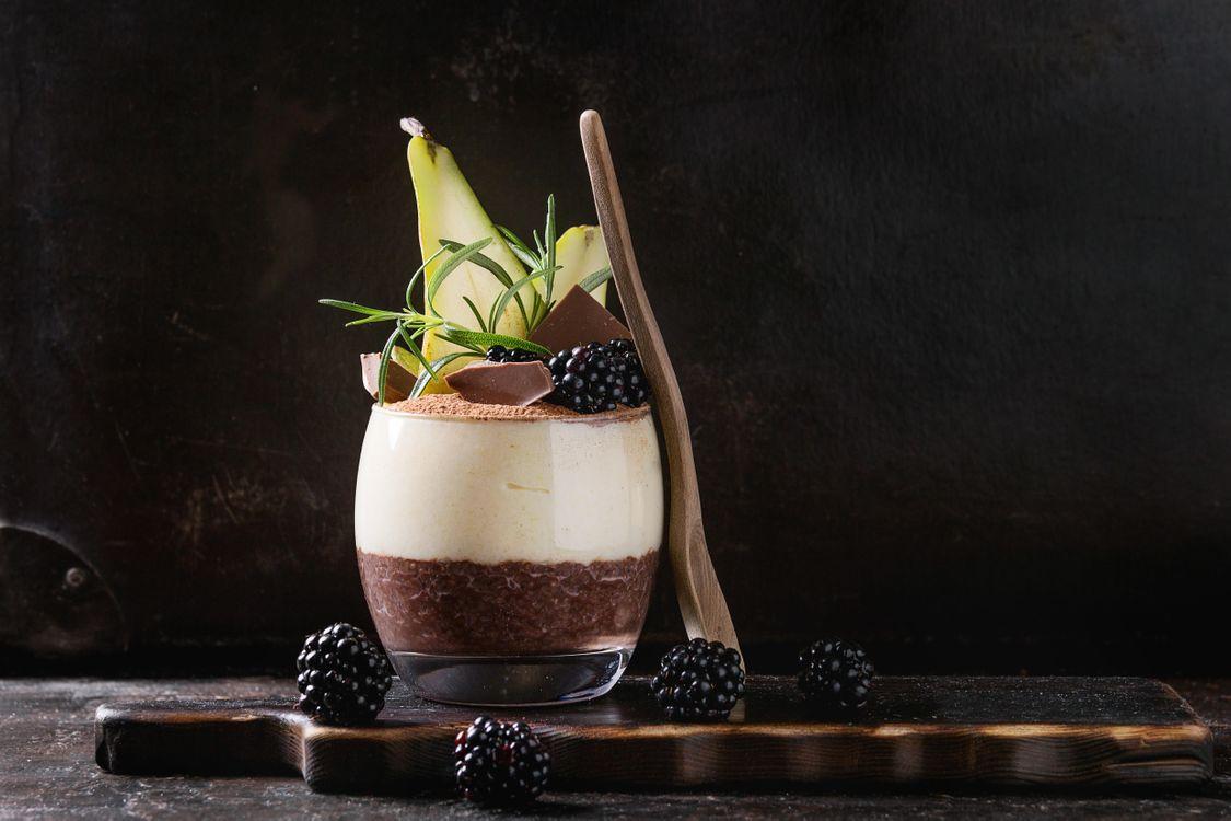 Фото бесплатно ежевика, стакан, шоколад, пудинг, ягоды, ложка, десерт, рисовый, еда