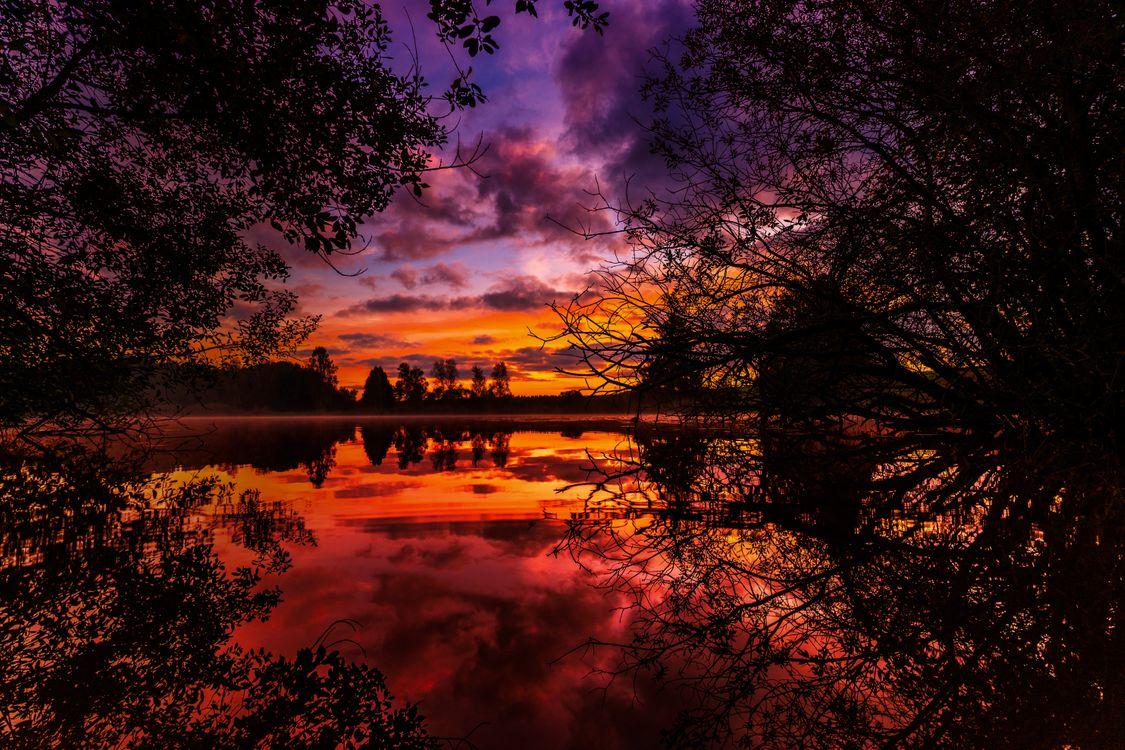 Обои sunset, autumn, river картинки на телефон