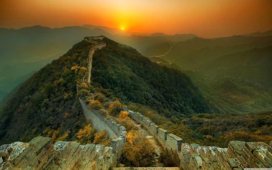 Фото бесплатно Великая Китайская стена, закат, деревья