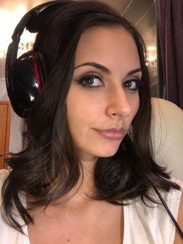 Anya Voivodova homemade photo with headphones · free photo