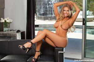 Бесплатные фото Brittney Shumaker,модель,красотка,голая,голая девушка,обнаженная девушка,позы