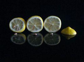 Бесплатные фото лимон,дольки,чёрный фон,фрукт,еда