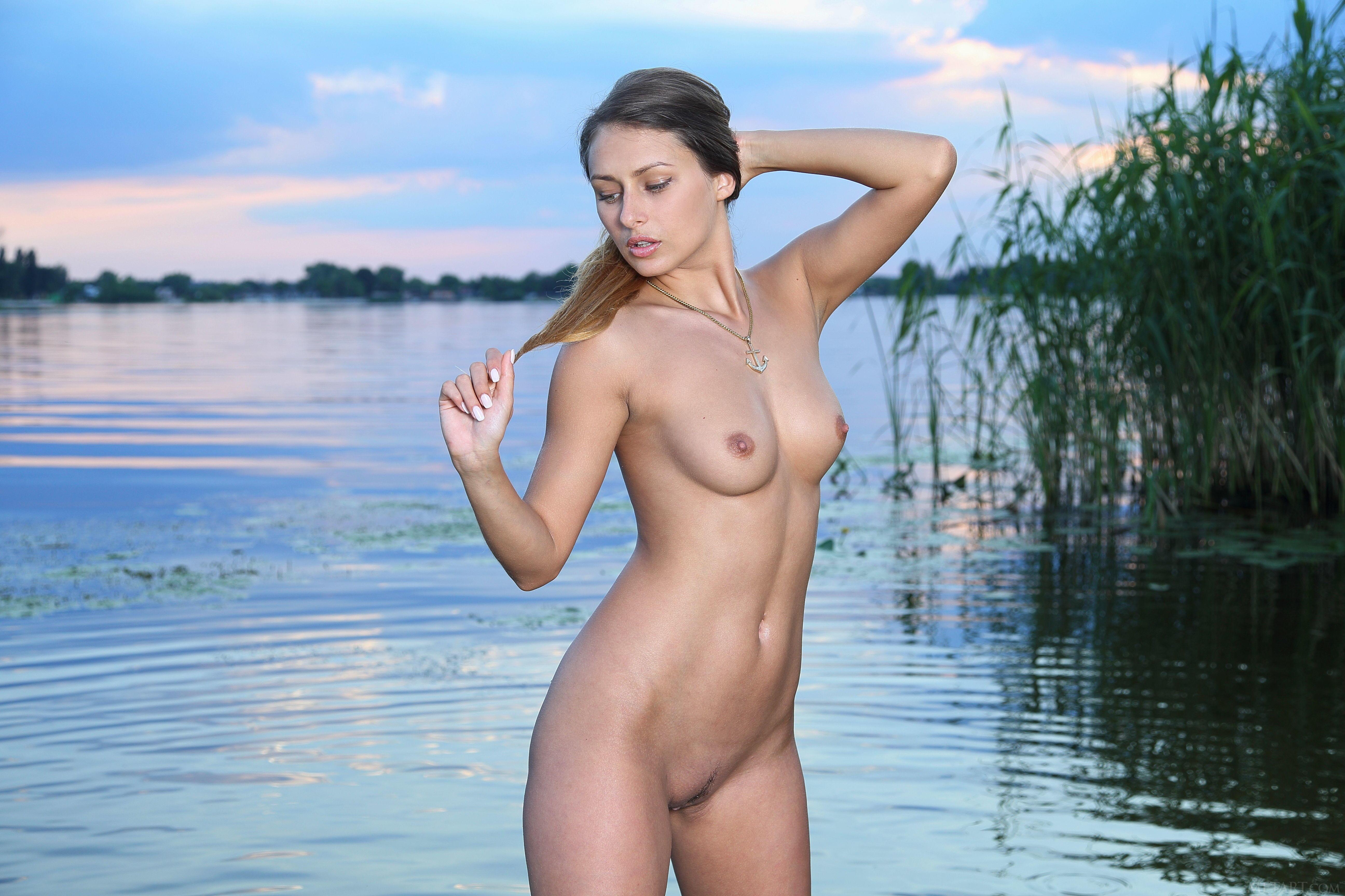nude-girls-lake-sexy-nude-skin-babes
