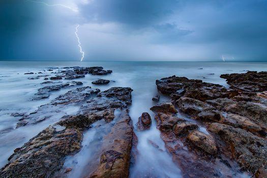 Фото бесплатно море, скалистый берег, туча