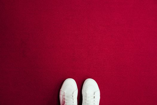 Photo free sneakers, legs, carpet