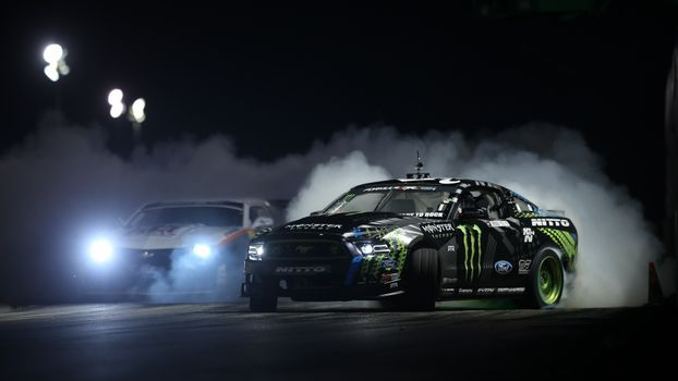 Фото бесплатно Ford, Дрифт машина, шины